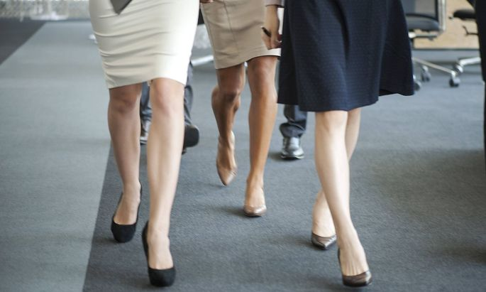 Symbolfoto: Frauen gehen ins Büro