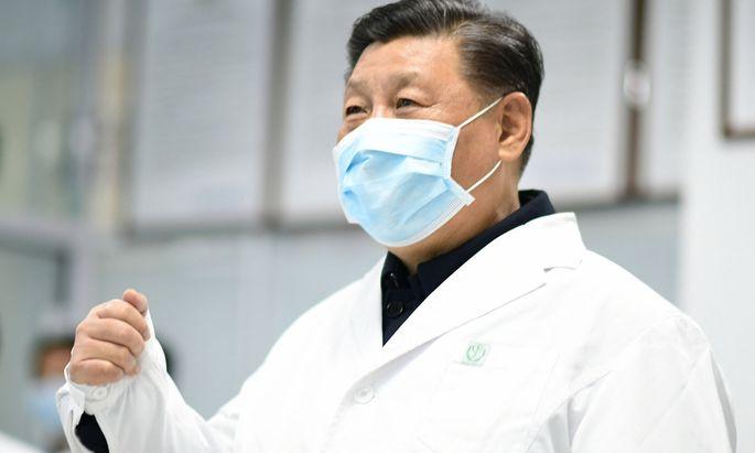 Chinas Staats- und Parteichef Xi in einem Spital in Peking. In die Krisenregion Hubei reiste er bisher nicht.