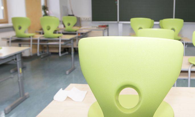 Erst am 11. Jänner werden die Schulen - nach erneuten Tests an Pädagogen, Schülern und Lehrern - wieder öffnen