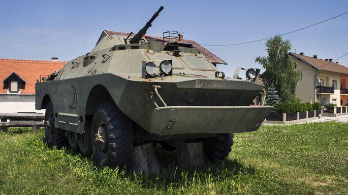 Der russische Aufklärungspanzer BRDM-2 wiegt sieben Tonnen. Mit gewöhnlicher Polizeiausrüstung ist ihm nicht beizukommen (Archivbild).