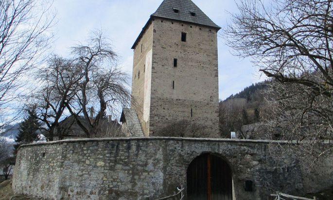 In der Wehranlage Baierdorf im Bezirk Murau steht ein Wohnhaus zum Verkauf.