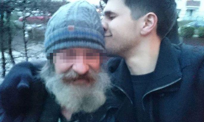 Das erste Wiedersehen: Norman Wolf fand seinen Vater nach zwölf Jahren auf der Straße wieder.
