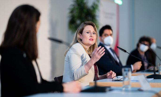 Eine Vermessung der muslimischen Welt Österreichs strebt Integrationsministerin Raab an – mit einer Islam-Landkarte.