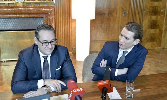 Bundeskanzler Kurz (re.) und Vizekanzler Strache ordnen ihren Ministern weitere Einsparungen an.