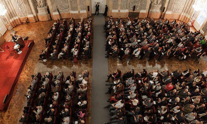 Feierliche Preisverleihung im großen Saal der Österreichischen Akademie der Wissenschaften.