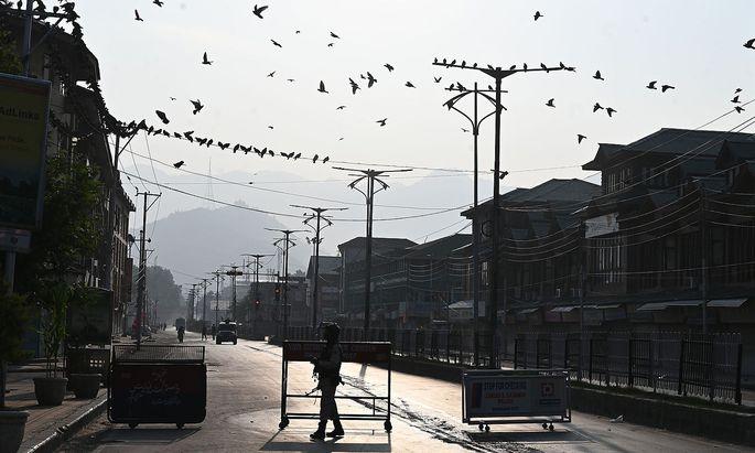 Alles ruhig in Srinagar: Internet und Fernsehen funktionieren nicht, es herrscht ein Versammlungsverbot.