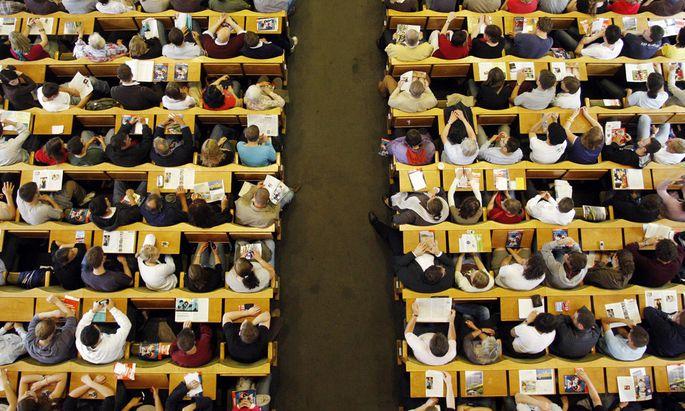Frauen steigern Zahl Hochschulabschluesse