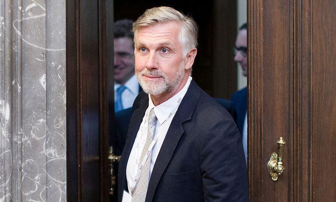 Walter Meischbergerm betritt am Donnerstag den Gerichtssaal