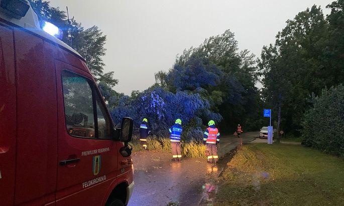 Unwettereinsatz der Feuerwehr in Feldkirchen an der Donau.