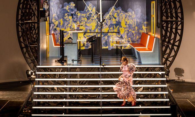 Rauf und runter wie im Tanzfilm: Kathrin Angerer im nach ihr benannten Stück.