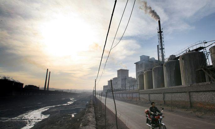 Die Verdächtigen: chinesische Fabriksbesitzer.