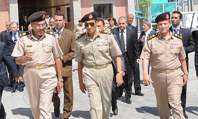 Die Aussagen von Feldmarschall Mohammed Hussein Tantawi (m.) sind entscheidend im Mubarak-Prozess