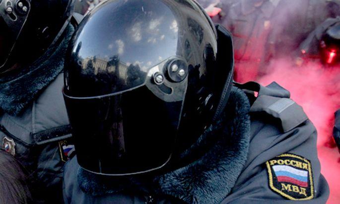 Schwulenpropaganda Erste Festnahmen Russland
