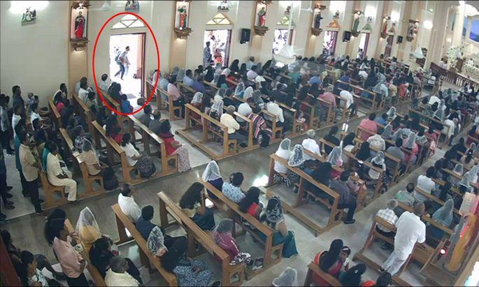 Ein Bild einer Überwachungskamera: Einer der Attenttäter betritt die Kirche in Negombo.