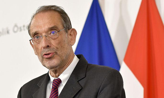 Angesichts des wochenlangen Heimunterrichts gesteht Bildungsminister Heinz Faßmann (ÖVP) den Maturanten nun Erleichterungen zu.