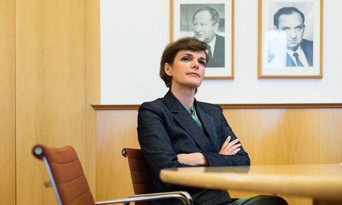SPÖ-Chefin Pamela Rendi-Wagner argumentiert mit der Verletzung der Prinzipien Sparsamkeit, Wirtschaftlichkeit und Zweckmäßigkeit.