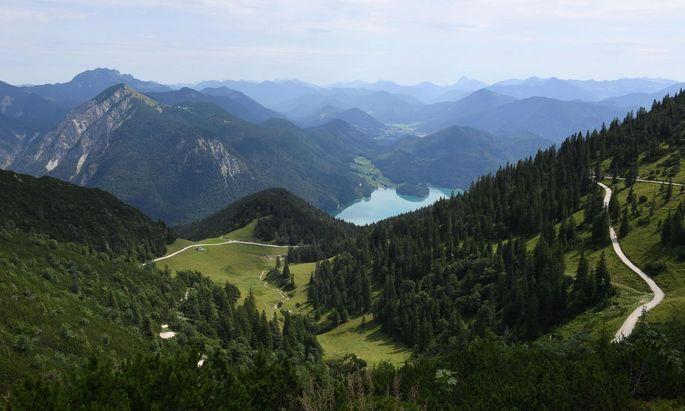 Die Alpen werden immer höher und heben auch das Flachland an.