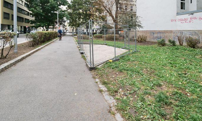 Sitzecke statt Grün: Krafftgasse, Wien Leopoldstadt.