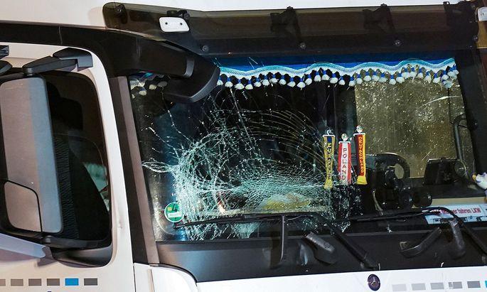 Mit diesem Lkw fuhr ein Syrer in Limburg gegen mehrere Fahrzeuge.
