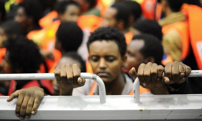 45 Leichen in Flüchtlingsboot auf Sizilien entdeckt