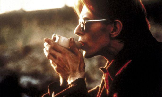 """Neu auf diesem Planeten: David Bowie als """"Der Mann, der vom Himmel fiel"""" (1976)."""