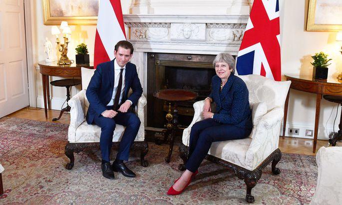 Sebastian Kurz traf inmitten einer Regierungskrise die britische Premierministerin Theresa May.