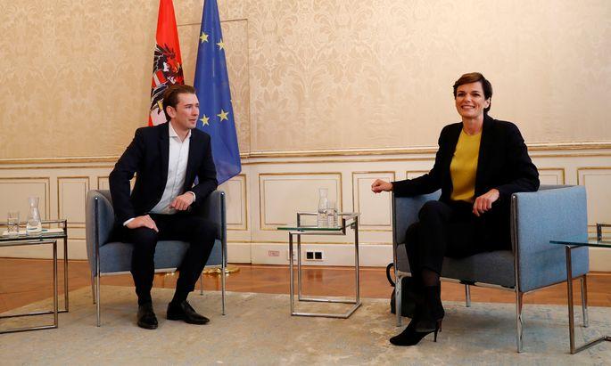 Sondierungsgespräche im Winterpalais in der Wiener Himmelpfortgasse: SPÖ-Vorsitzende Pamela Rendi-Wagner war der erste Gast von ÖVP-Obmann Sebastian Kurz.