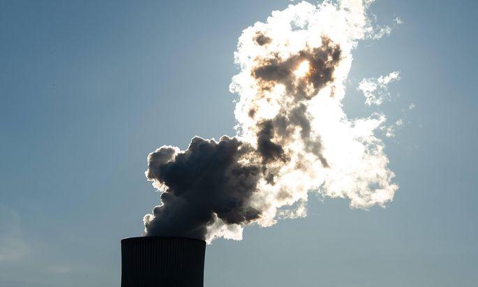 Kraftwerk Staudinger 25.02.2019 Groszkrotzenburg Das Kohlekraftwerk Staudinger am fruehen Morgen im Gegenlicht der Sonne.