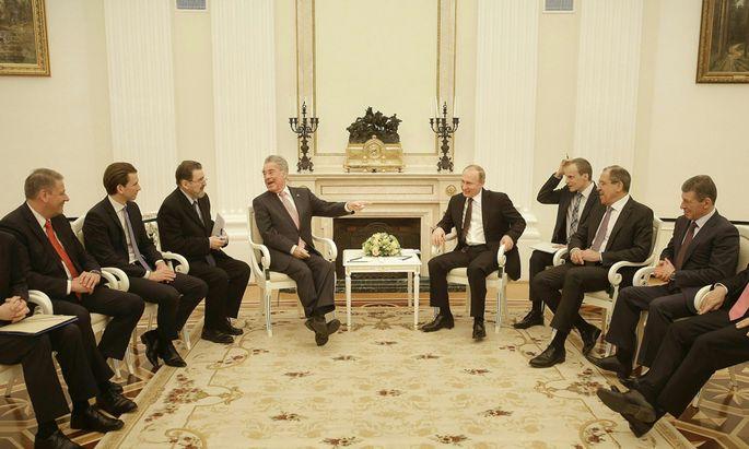 Heinz Fischer und Wladimir Putin zeigten sich bei ihrem Wiedersehen im Kreml bester Laune. Die hochkarätigen Gesprächsteilnehmer schmunzelten mit.