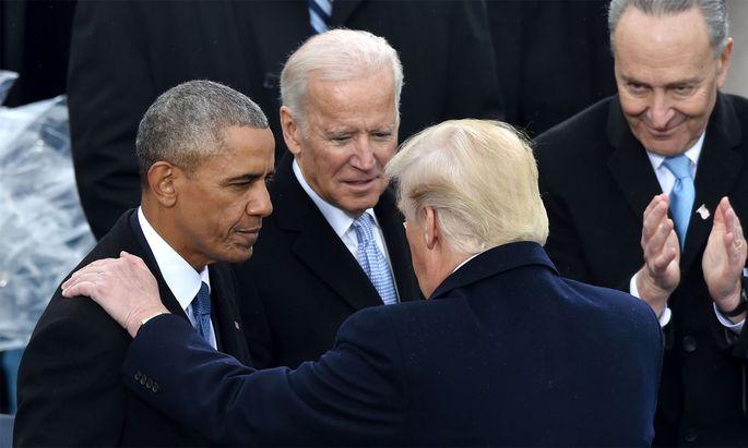 2016 übergaben Präsident Obama und sein Vize Biden an Donald Trump. Dieser bricht nun eine Tradition.