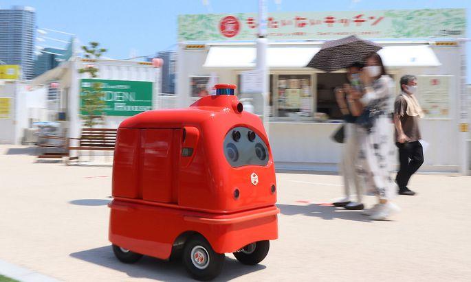 Logistiker berechnen, ob Auslieferroboter für eine kontaktlose Lieferung sinnvoll sind (im Bild: ein Lieferroboter für Essen des japanischen Roboter-Herstellers ZMP).
