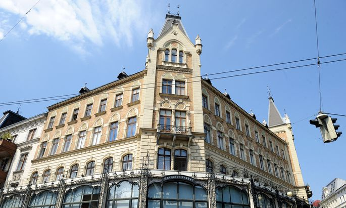 Das inoffizielle Wahrzeichen des fünften Bezirks: der imposante Margaretenhof am Margaretenplatz.