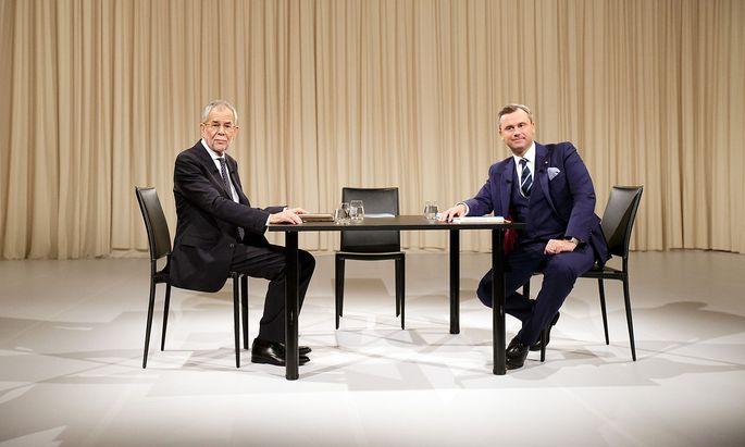 Alexander van der Bellen und Norbert Hofer 2016 bei einem TV-Duell vor der Wahl.