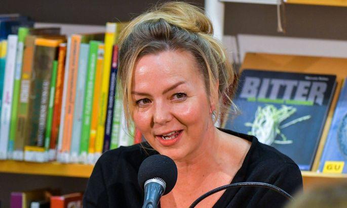 Simone Buchholz bei einer Lesung 2018.