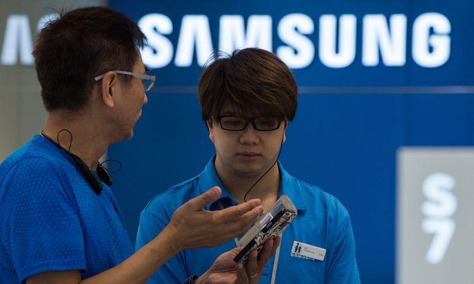 Samsung schaut sich die Akkus genauer an