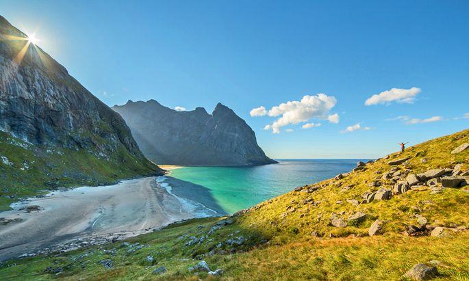 Abgelegen. Die karibisch weißen Strände der Kvalvika-Bucht lassen sich nur erwandern.