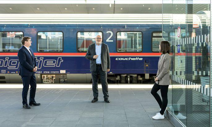"""ÖBB-Vorstandsvorsitzender Andreas Matthä wünscht sich mehr Passagiere und hält Bahnfahren für """"sehr günstig""""."""