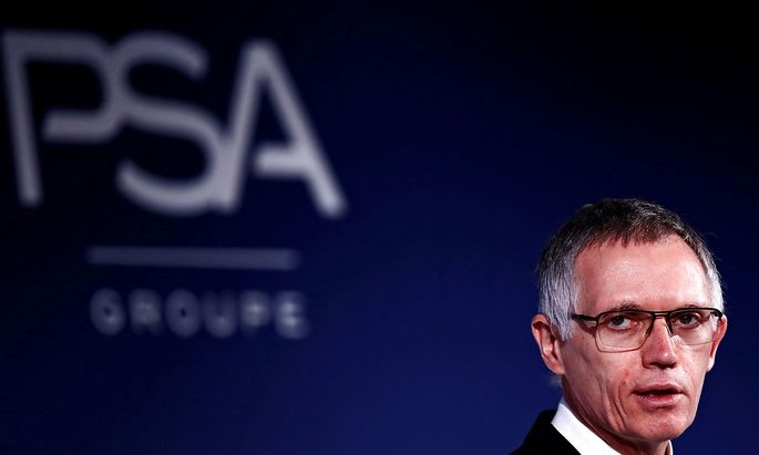 FILE PHOTO: Carlos Tavares, Chief Executive Officer and Chairman of the Managing Board of PSA Group, attends a news conference to announce the company's 2018 results at their headquarters in Rueil-Malmaison