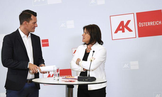 Sozialminister Wolfgang Mückstein und AK-Präsidentin Renate Anderl traten gemeinsam für Armutsbekämpfung ein.