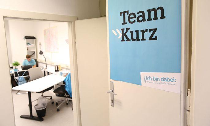 Symbolbild: Blick in ein Büro von freiwilligen Wahlwerbern für die ÖVP