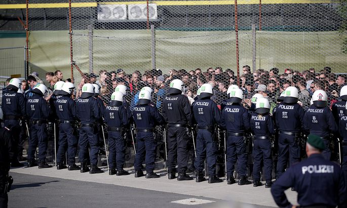 Exercise to prevent migrants from crossing the Austrian border from Slovenia in Spielfeld