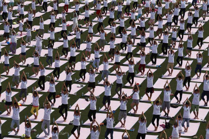 Chinas Bevölkerung ist groß, und die dortigen Konzerne sind ambitioniert. Im Bild: Eine Yoga-Großveranstaltung in Peking.