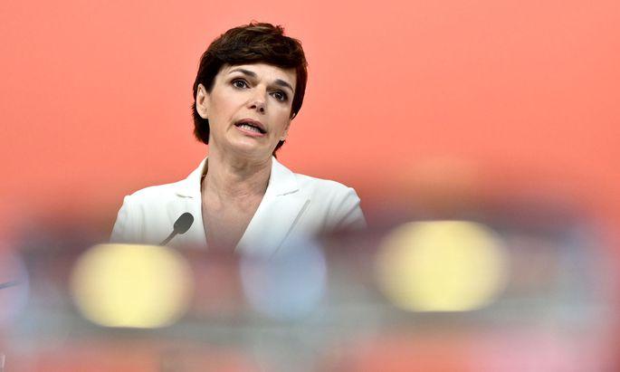 """Spricht sich in ihrer Videobotschaft für """"einen Aufschwung, der allen zugutekommt"""" aus: SPÖ-Parteivorsitzende Pamela Rendi-Wagner"""