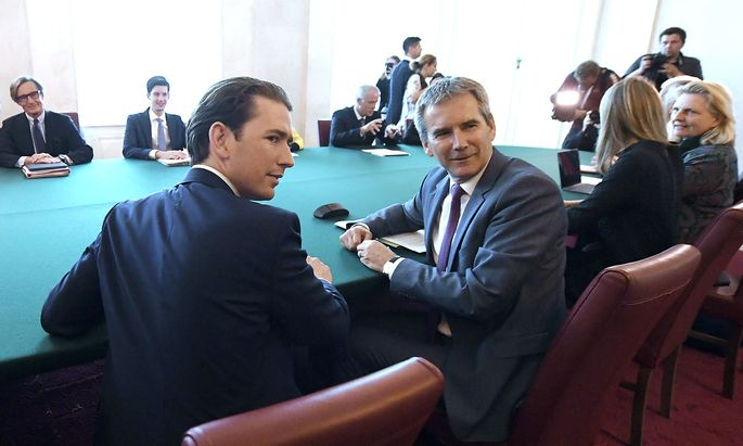 MINISTERRAT: KURZ / LOeGER