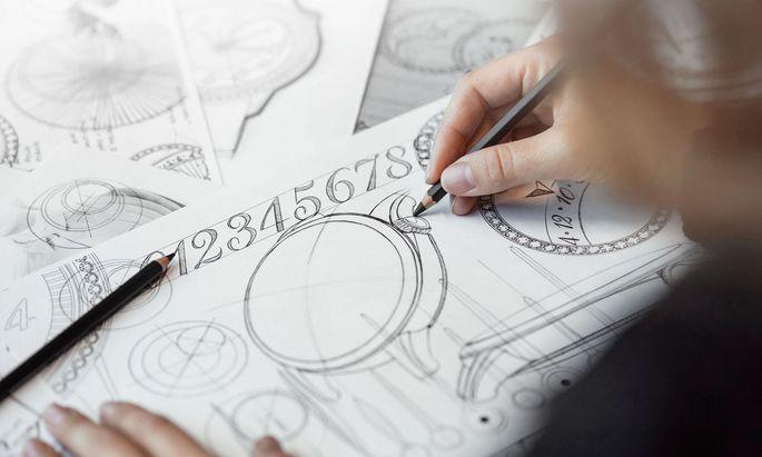 Asymetrie: Die Datumsanzeige bzw. die Mondphase sowie die Krone sind zwischen 1 und 2 Uhr platziert.