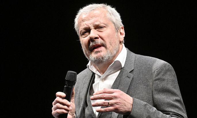 """Die Botschaft von Herbert Föttinger an den Kanzler: """"Wenn Ihnen Theater irgendetwas wert ist, dann müssen wir das jetzt von Ihnen hören. Vergessen Sie Ihre Umfragewerte und handeln Sie jetzt!"""" Seit 2006 leitet der Schauspieler und Regisseur erfolgreich das Theater in der Josefstadt."""
