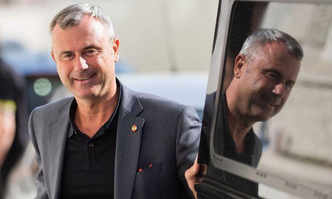 """Der scheidende Parteichef verließ die Sitzung bereits. Er werde sich bei der Wahl seines Nachfolgers ohnehin nicht """"einmischen"""": """"Das Gremium wird beraten, es wird eine kluge Entscheidung treffen"""", meinte er im Vorfeld."""