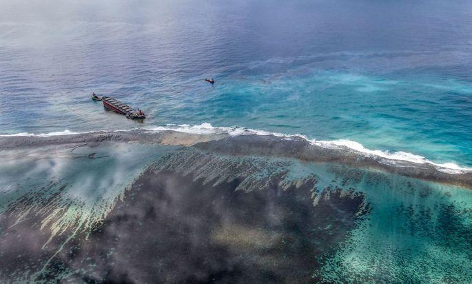 Tanker hat bereits 1000 Tonnen Treibstoff vor Mauritius verloren