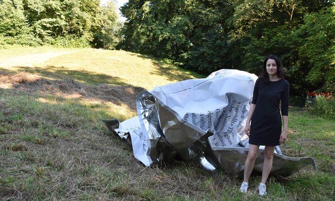 Die Wiener Künstlerin Esther Stocker hat die Inspirationskraft nicht gebauter Festspielhäuser in eine Skulptur gepackt.