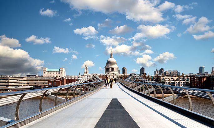 Auf der Millennium Bridge. Brexit-Befürworter wollen London zu Singapur an der Themse machen.